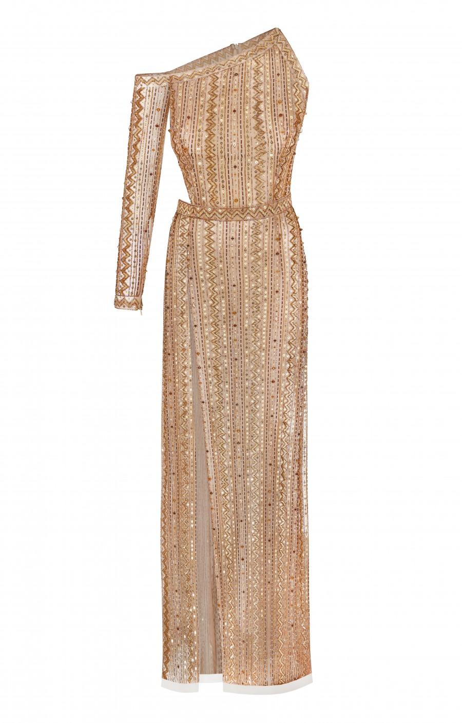 Золотое платье расшитое вручную