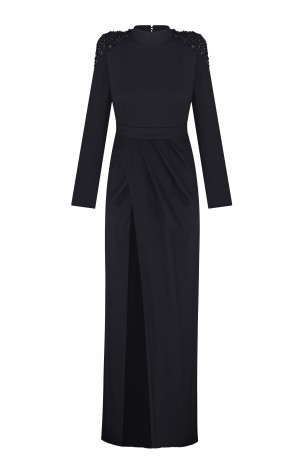 Чёрное платье  с открытой спиной и расшитыми плечами